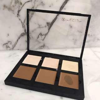 Anastasia Beverly Hills cream contour kit in LIGHT