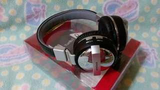 🚚 重低音藍芽耳罩式耳機Heavy bass Bluetooth headset