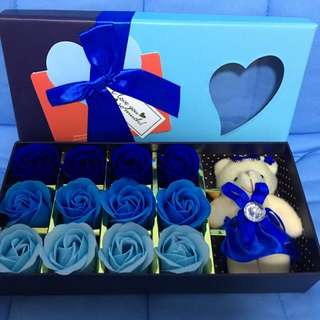 Gift box with card ! Soap scented roses with soft bear 💕💋