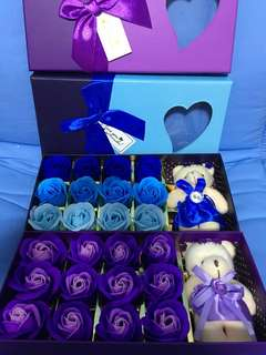 Gift box with card ! Soap scented roses and keychain soft bear