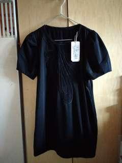 黑長綉花T恤