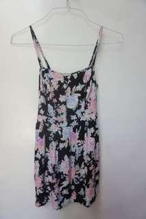 Billabong floral dress with side pockets