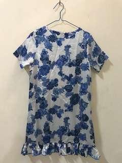 Dress putih bunga biru