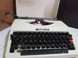 Vintage Typewriter (working condition)