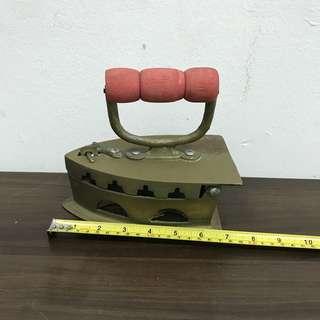 Vintage iron (L1R1B)