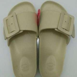 Sandal moniga-monobo