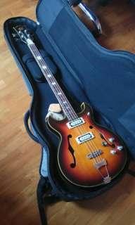 Canora bass guitar