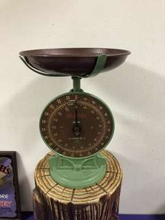 Vintage Salter weighing scale