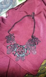 Kalung mawae hitam