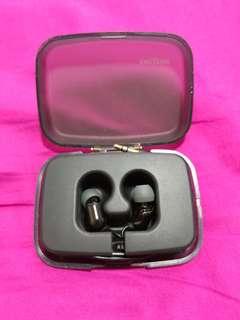 Creative aurvana single amuture driver earphones