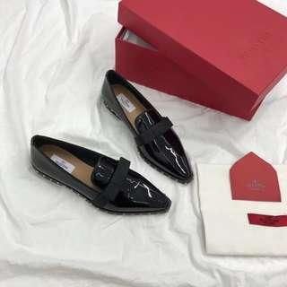 2018年Valentino早春款 英倫風休閒鞋 牛漆皮皮鞋