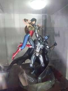 Batman vs Wonder Woman figure