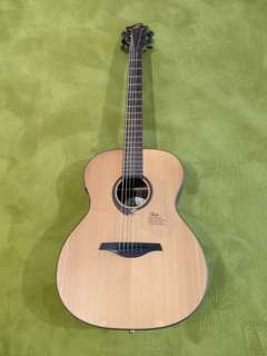 Solid Spruce Top Acoustic Guitar with Built-in Pick up