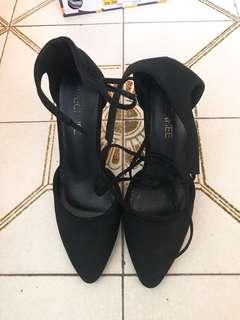 黑色尖頭絨皮3吋半綁帶高跟鞋