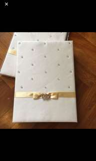 Wedding guestbook to bless