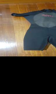 Girls Billabong wetsuit