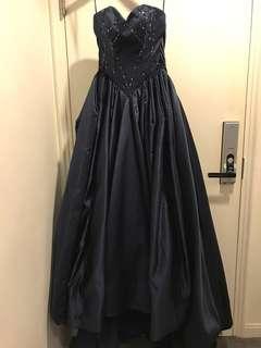 全新保藍色公主晚裝裙(拖尾,勁收腰)