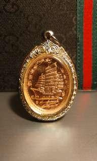 Sarika with wealth ship amulet