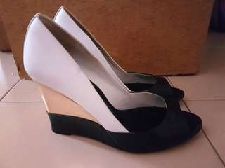 Charles & Keith black and gold wedges