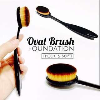 Oval brush foundation