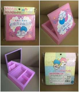 Sanrio Little Twin Stars 2003 年 手飾鏡盒 (Made in Japan) 5x4.5x1.5 吋 (全新未用過) (** 只限北角地鐵站交收 **)