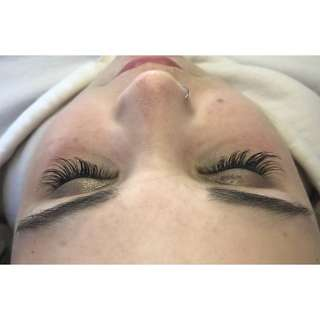 EYELASH EXTENSIONS - LAVISH BEAUTY