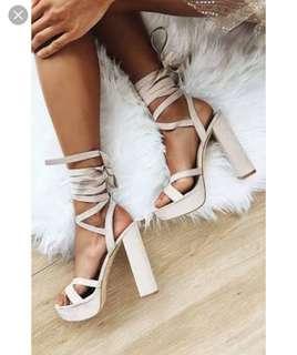 Lipstik suede heels