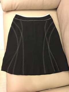 🚚 Ogirl 黑色膝上A字型裙子size 26 9.5成新