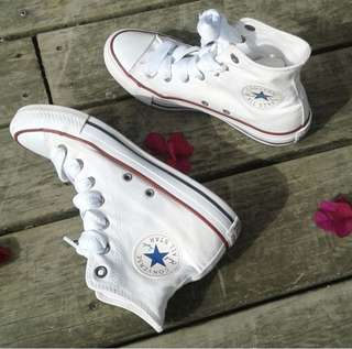 White hi top converse chucks