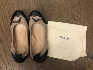 Authentic Bally Scrunchy leather Flats Beige Black size 37