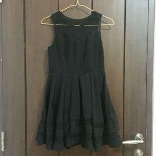 Dress hitam polos sleeveless