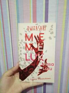 Novel Memeluk Masa Lalu+ttd Dwitasari