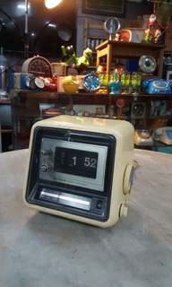 Retro Age Flip Clock / Radio