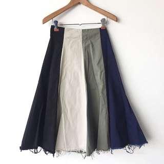 Suede/velvety feel striped a-line frayed midi skirt