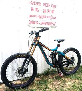 Giant Glory Downhill Mountain Bike