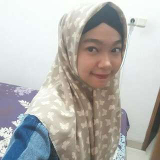 Hijab Segiempat Motif Kupu2
