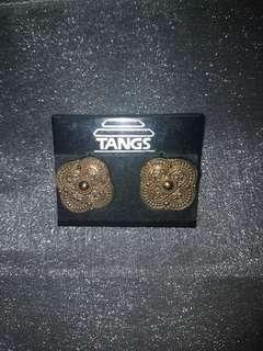 Classic matt gold earrings
