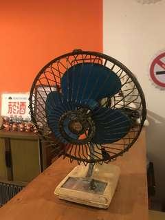🚚 「早期桌上電風扇老件功能正常」 早期 古董 復古 懷舊 稀少 有緣 大同寶寶 黑松 沙士 鐵件 40年 50年