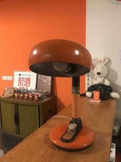 🚚 「早期桌上老檯燈可微調燈光功能正常」 早期 古董 復古 懷舊 稀少 有緣 大同寶寶 黑松 沙士 鐵件 40年 50年