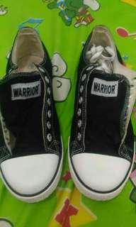 sepatu Warrior size 41