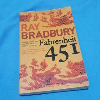 Must read book : Fahrenheit 451