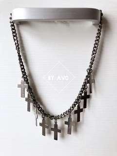 銀色十字架頸鏈