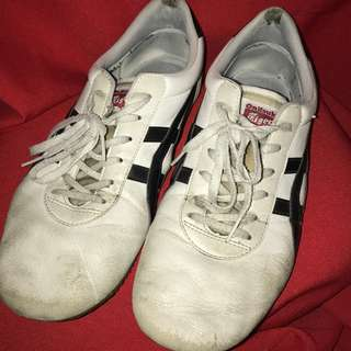 Really Well-Loved Onitsuka Tiger size US 9-1/2