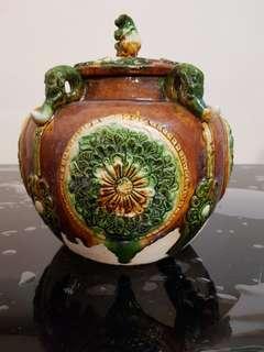 Sancai pottery vase with monkey on lid
