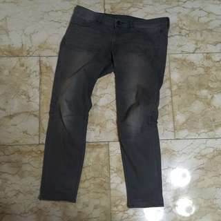 UNIQLO Jeans (strecth) warna gray