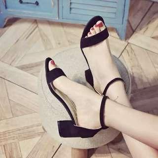 簡約一字扣涼鞋