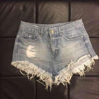 H&M淺藍刷白牛仔短褲