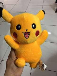 Boneka Pikachu Berdiri