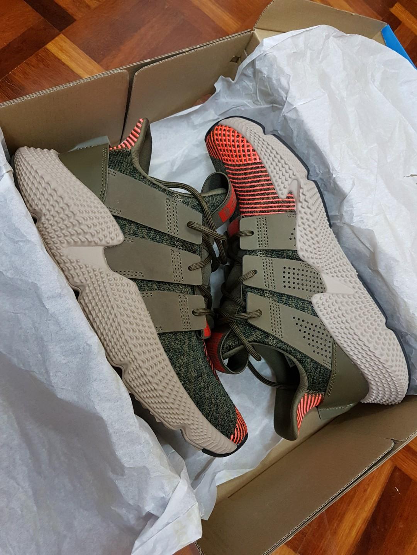 Adidas prophere cq2127 olive / rosso, moda maschile, le calzature per carousell