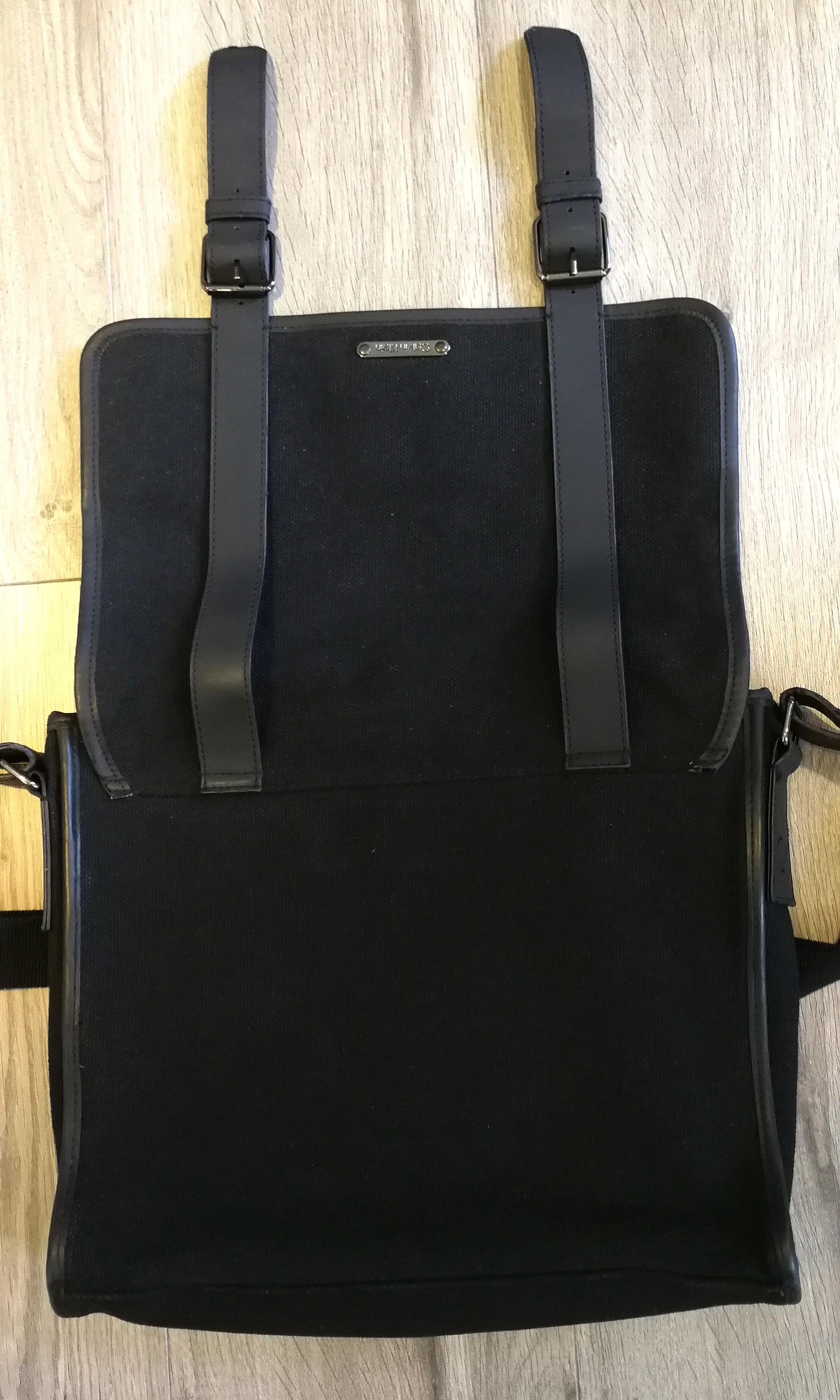 Calvin Klein 斜孭袋